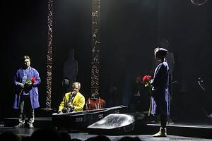 Николай Дорожкин, Игорь Бутман и Юлия Винникова в спектакле «Онегин-блюз»