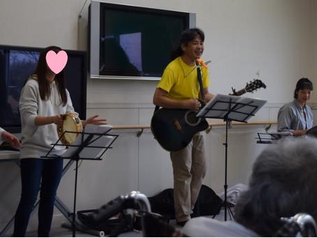 高齢者施設で音楽会