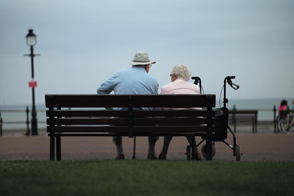 由於疫情造成經濟下滑,加上人口老齡化以及養老金和醫療體系的壓力,新西蘭債務問題面臨巨大壓力。(Photo by Christopher Furlong/Getty Images)