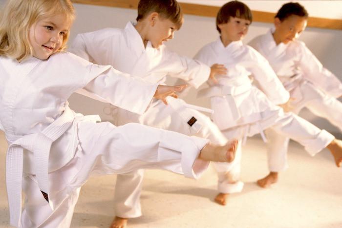 Crianças praticando karate goju ryu seigokan - campos dos goytacazes