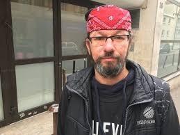 Christian Page, SDF et star sur Twitter, a retrouvé un logement