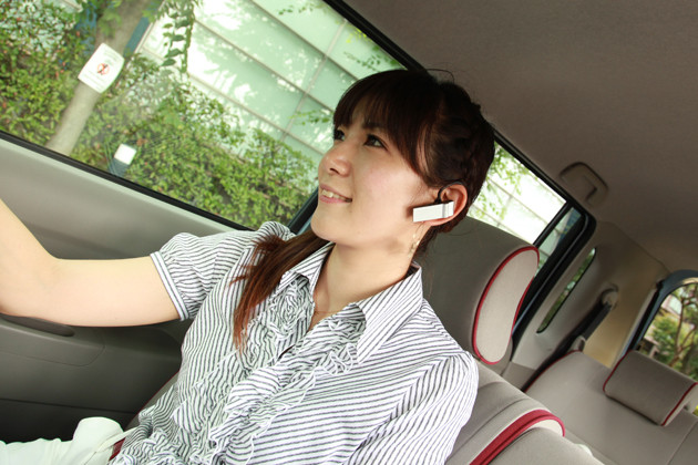 use hands-free cell phone while driving