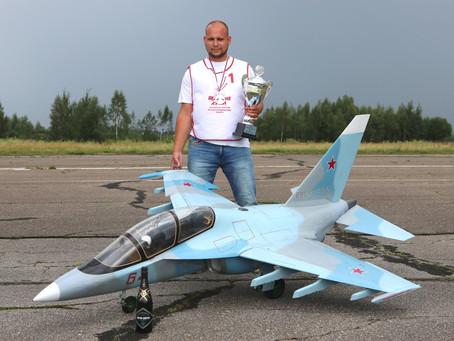 ЯК-130 -Модель пилотирует Алексей Сидоров.
