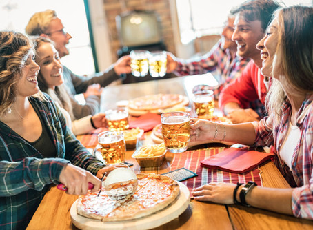 Dining Out with Friends? These 5 Tips Make it More Fun
