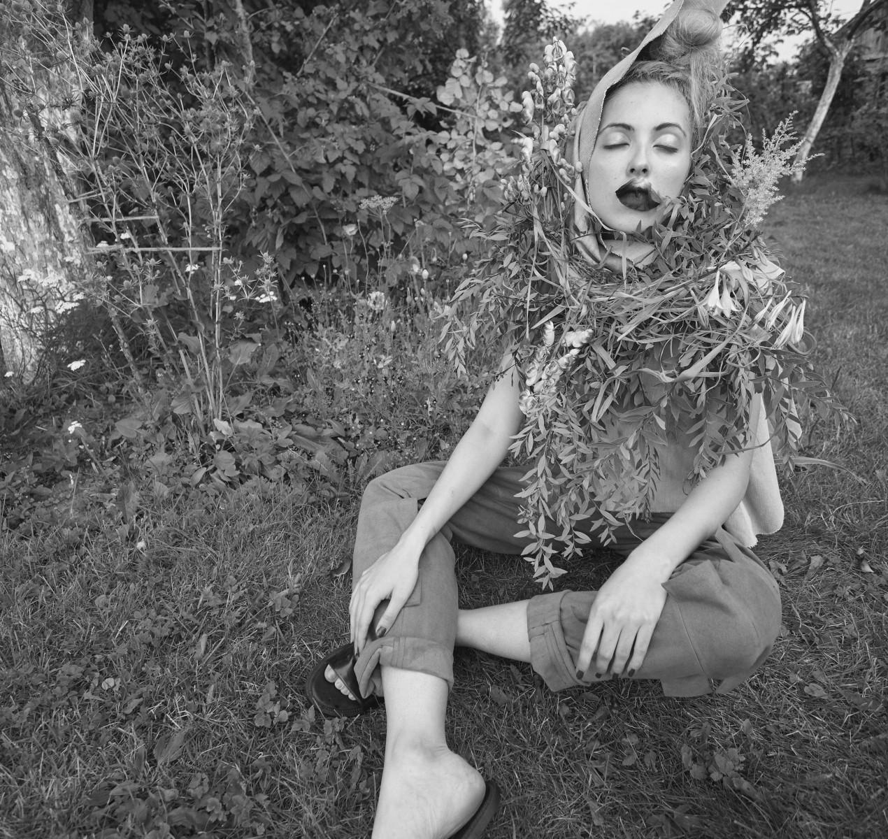 photo Vladimir Lyovin, stylist Evgenia Lyovina, designer Dasha Babaeva, floral design Elena Laydinen, model Sasha Vahomskaya, August 2015, Saint Petersburg