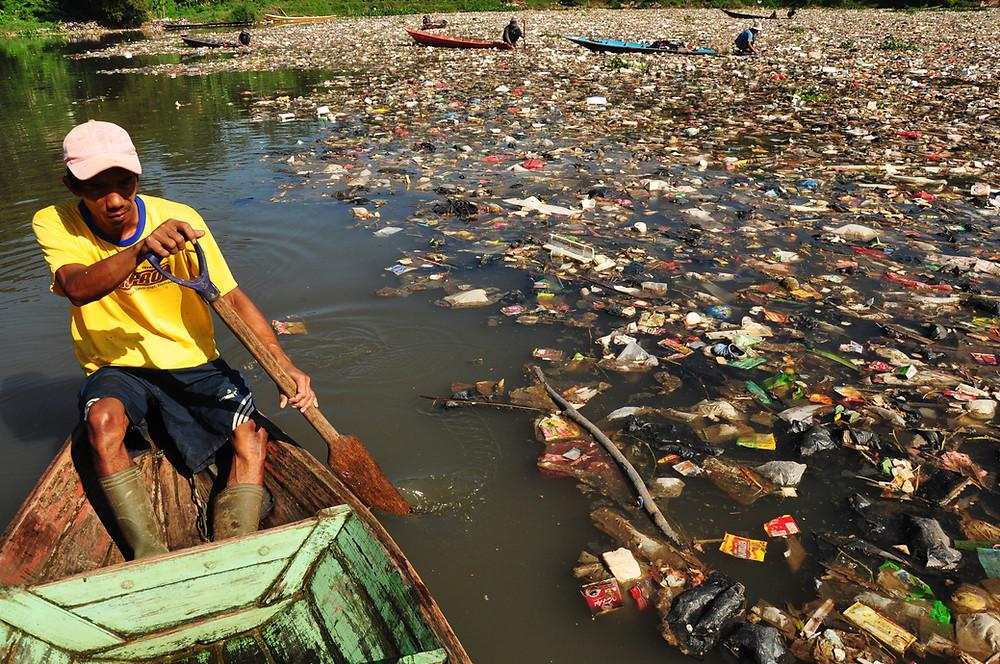 riviere , pollution , déchets plastiques,