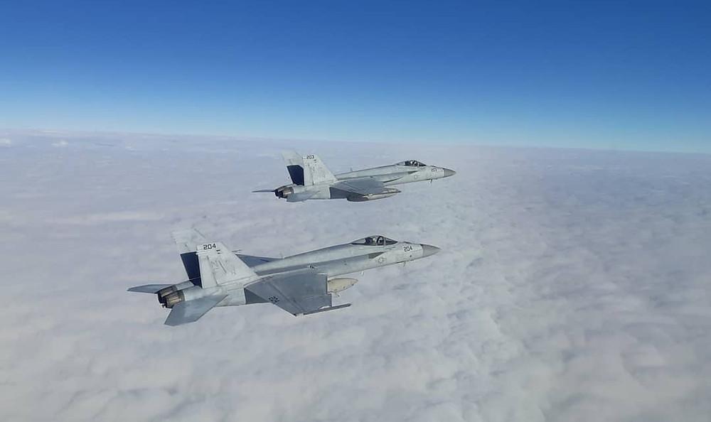 F/A-18 formation flight