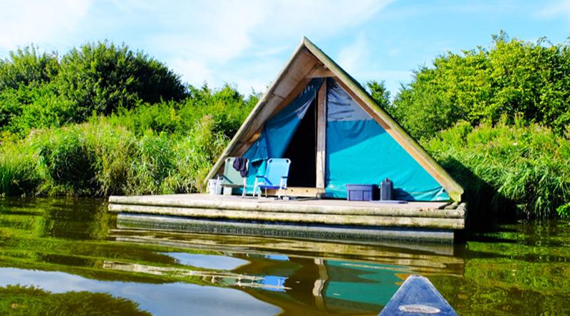 Kamperen in Nederland met het gezin, met kinderen slapen op een kampeervlot