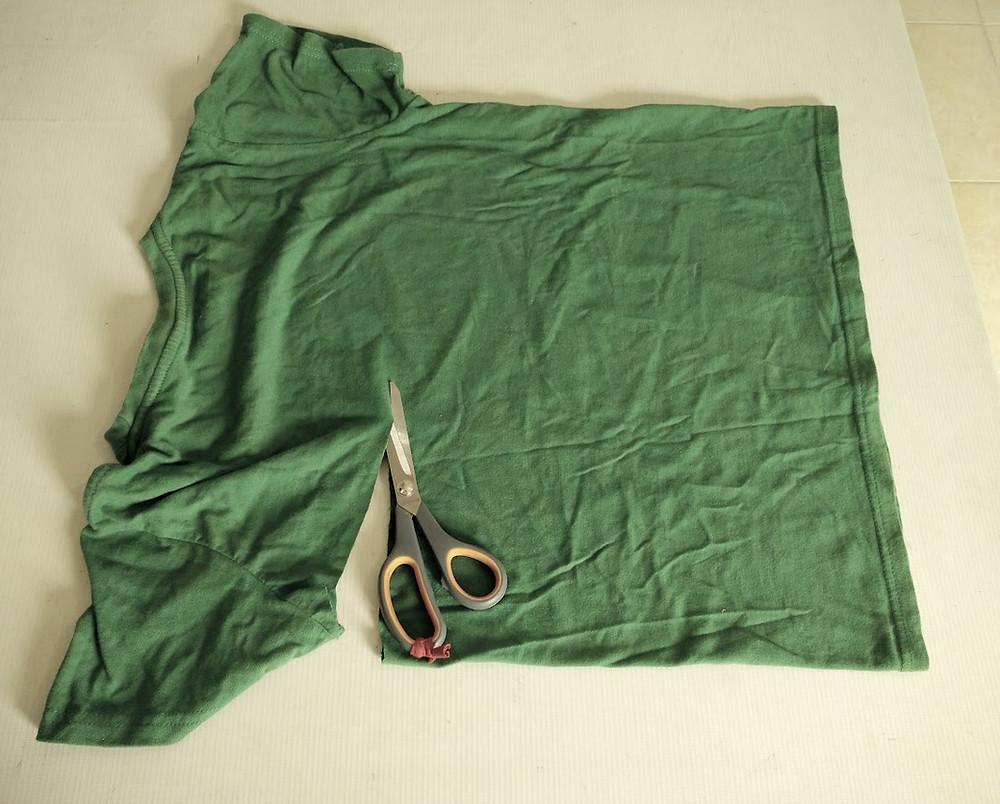 Cutting the t shirt