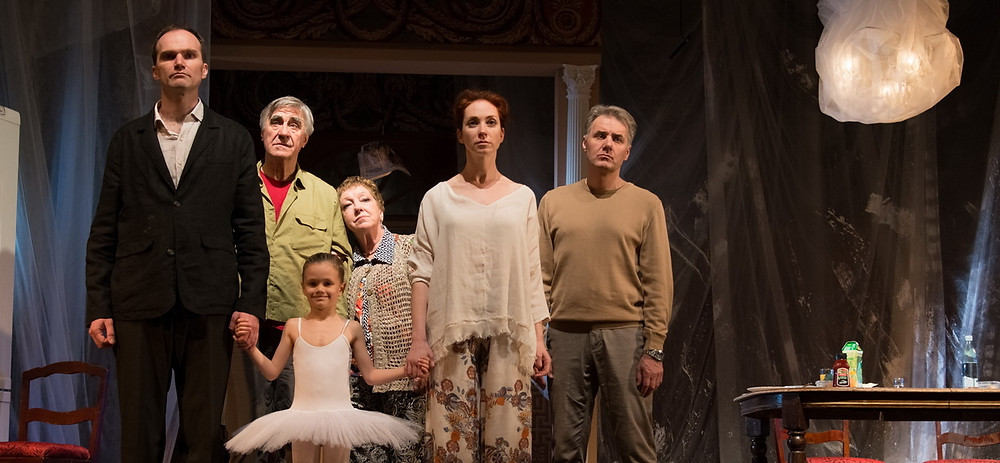 Актёры в спектакле «Семейный ужин в половине второго»