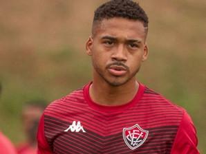 Zagueiro do Vitória sofre lesão durante treino