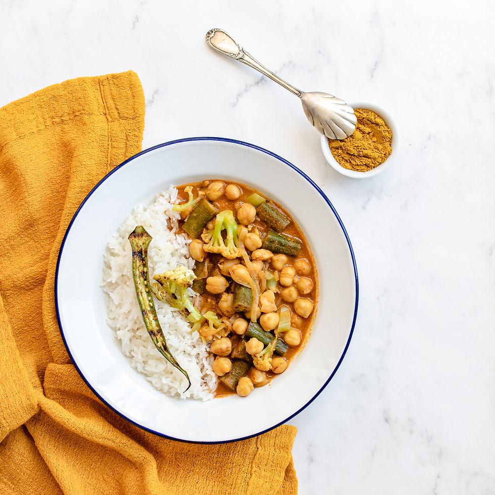 curry-de-grao-de-bic-quiabo-couve-flor