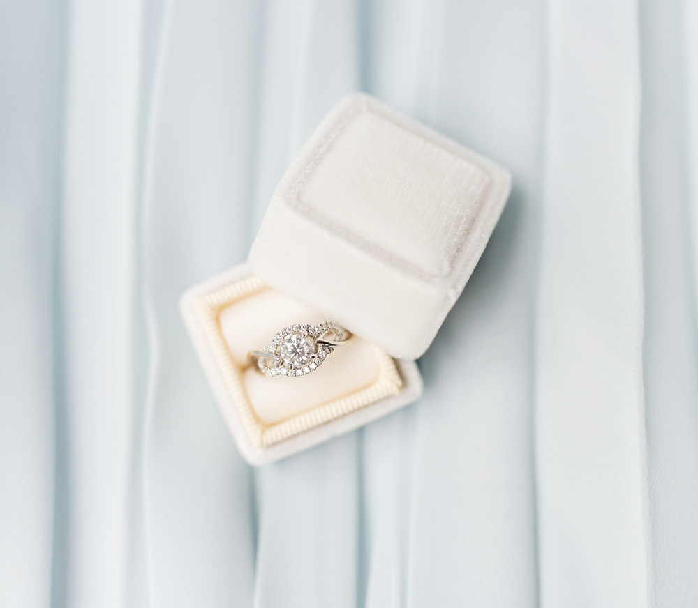diamond-engagement-ring-in-white-velvet-box