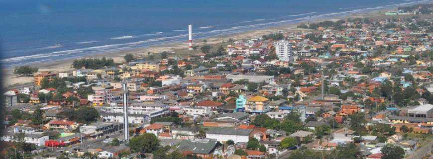 Distante aproximadamente 170 Km de Porto Alegre, o município de Arroio do Sal apresenta condições de receber o Porto do Litoral Norte gaúcho.