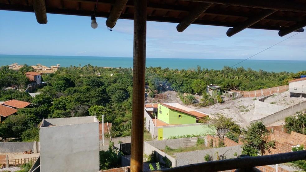 Sandro Henrique Amorim Poeta morava na praia de Pipa, em casa com vista para o mar — Foto: Divulgação