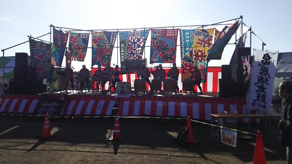 大竹牡蠣まつりにて亀居城太鼓の演奏
