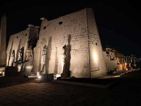 Западные колоссы Луксорского храма