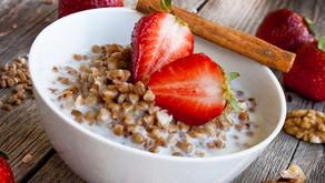 Pohanka recepty sjogurtem, jahodami a skořicí