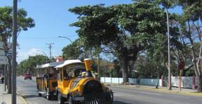 Petit train qui circule en ville à Varadero (et comparaison avec le bus à deux étages pour les prix)