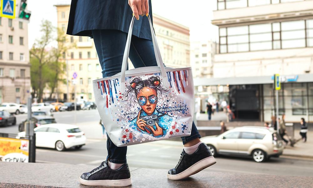 Model fashioning stylish reusable tote bag