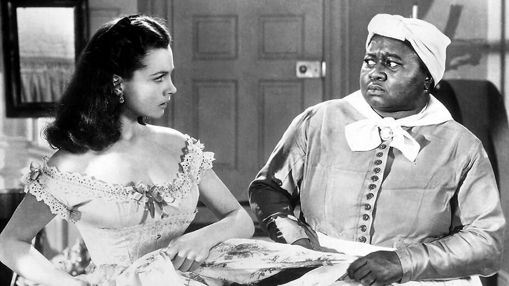 Hattie McDaniel no pudo sentarse con sus compañeros de Hollywood, pese haber ganado como mejor actriz de reparto y ser la primera persona negra en ganar un Oscar.