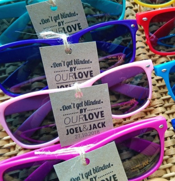 Wedding Library recommended wedding favours sunglasses