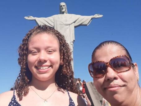 Estudante campeã de Olimpíada Internacional de Matemática visita Cristo Redentor pela primeira vez