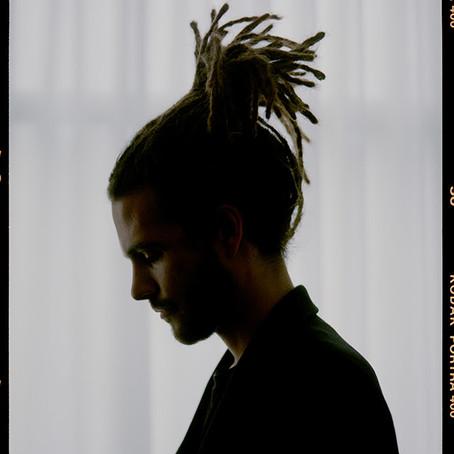 唯一無二の才能に注目が集まるFKJが、サマソニ出演決定!新曲「Leave My Home」をリリース。