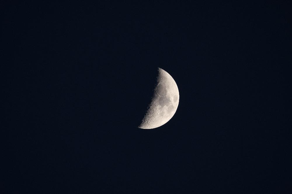 半月 / The half moon