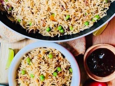 MATTAR PILLAU (Indian Rice with Peas - Vegan)