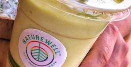 เพลิดเพลินไปกับสมูทตี้ผักที่ Naturewell Juice Bar in LA