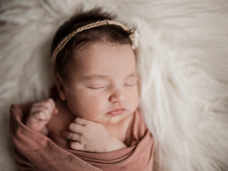 5 Reasons You Should Book A Lifestyle Newborn Session