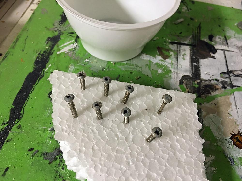 Schrauben streichen einfach gemacht