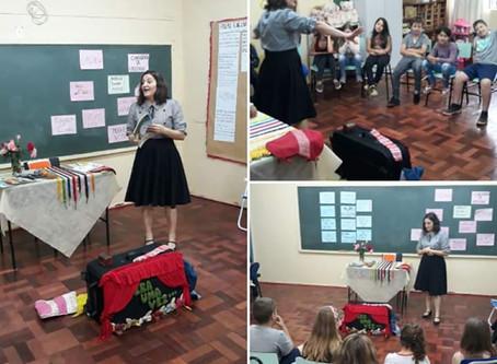 Márcia Funke Dieter no encontro literário da Escola Henrique Geiss em Marques de Souza