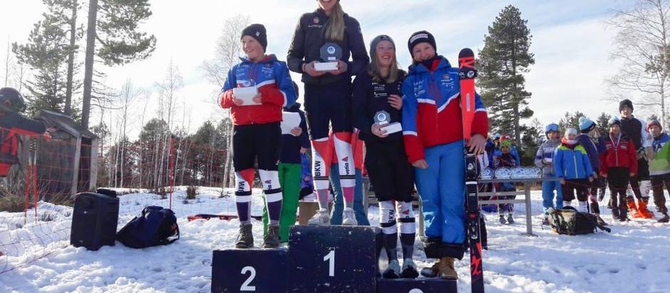 Erste Einsätze an FIS-Rennen für Sarina