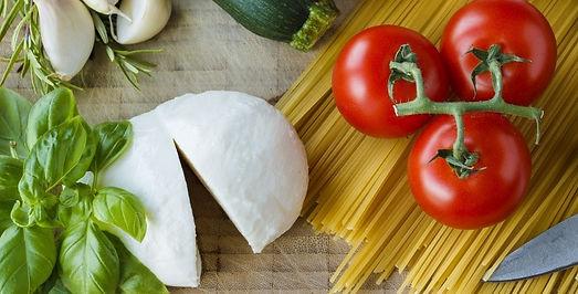 mozzarella_tomatoes_herbs_italian_cook_g