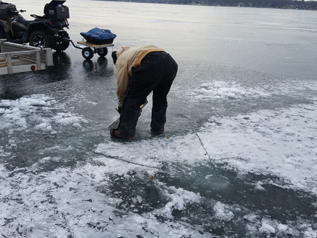Well that looks like safe diving on Pewauke Lake on January 28, 2018 - What could possibly go wrong?