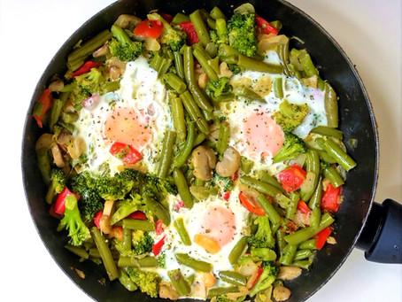 Verduras salteadas con huevos.