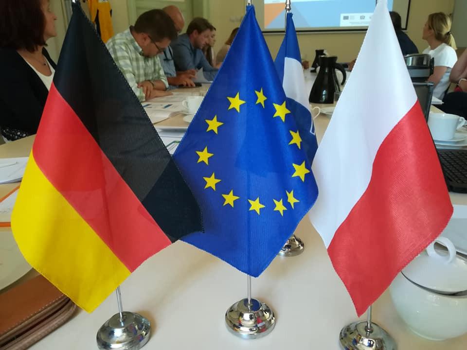 deutsch, europäische und polnische Fahne