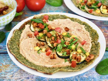 Spinat-Crêpes mit Antipasti und Tempeh