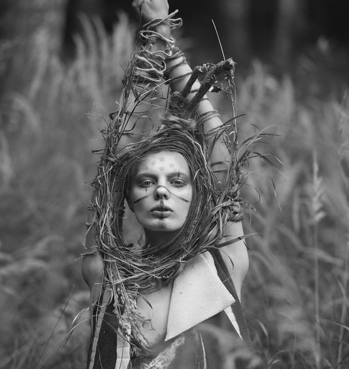 photo Vladimir Lyovin, style Evgenia Lyovina, floral designer Elene Laidinen, designer Masha Mamonova, model Darina Pilina, august 2015, Pavlovsk