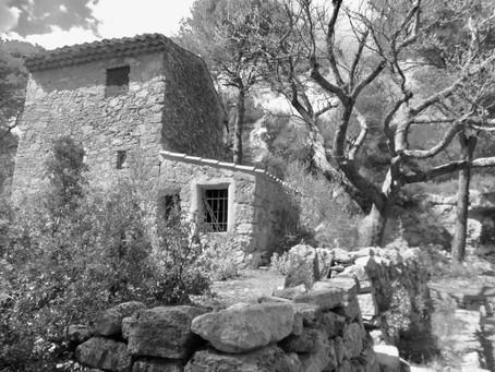 Dans une carrière abandonnée, près d'Aix , Cézanne venait peindre là ...à nous de peindre.....