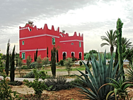 La couleur rouge vermillon de la villa fait l'unanimité