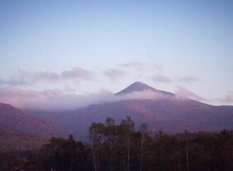 神々が住む山