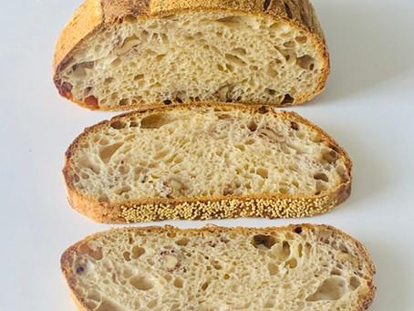 לחם מחמצת שאור עם בצל (אבל לא מטוגן)