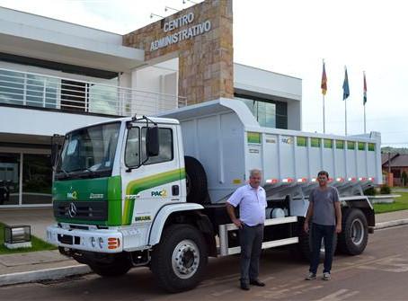 Município recebe caminhão-caçamba em Caxias do Sul