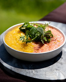 Ypač gaivinanti šalta sriuba su vienu netikėtu ingredientu