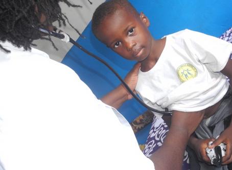 Visite médicale au Collège Dr Cécile Mboyo - Novembre 2019