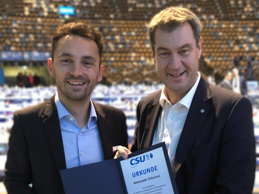Markus Söder ehrt Aleksandar Trifunovic zum Abschluss der CSU Akademie