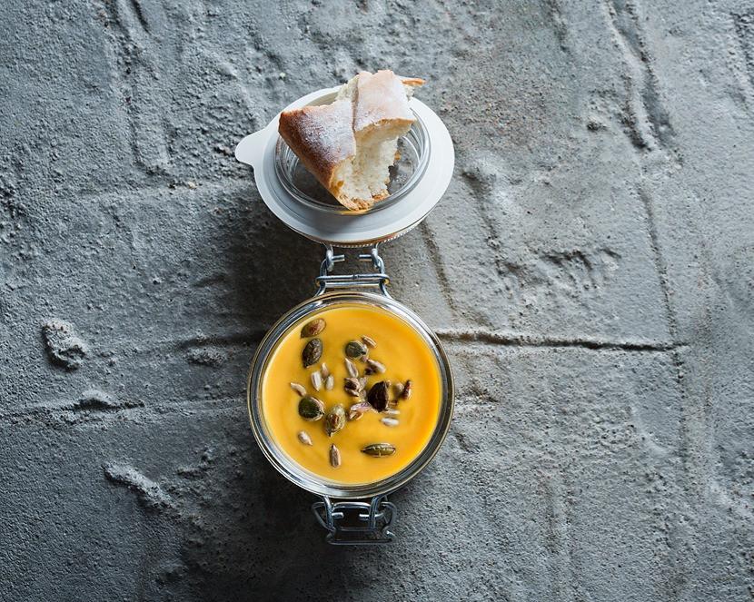Moliūgų sriuba azijietiškais motyvais su migdolais ir terijakio padažu, vmg receptas
